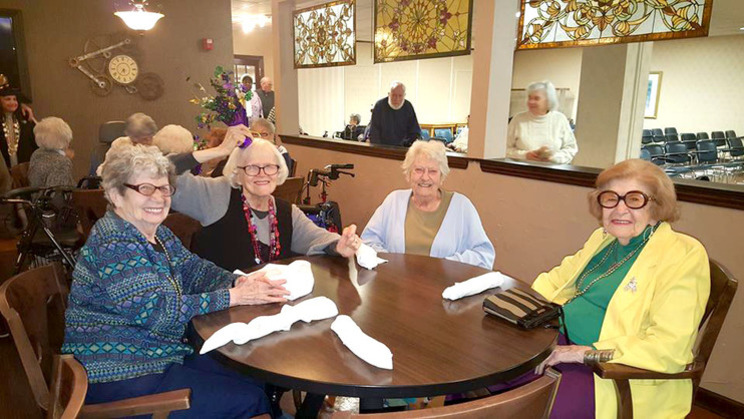 Dining at Menorah Park Skilled Nursing Home Assisted Living Residence Cleveland Beachwood Ohio